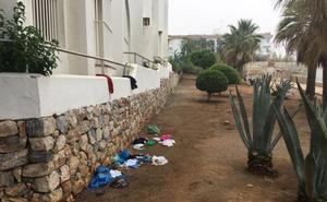 Una patera con 12 migrantes alcanza la playa de La Torrecilla de Nerja