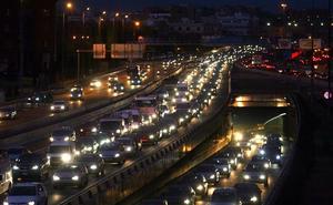 La patronal pide retirar todos los coches de más de 12 años por su contaminación