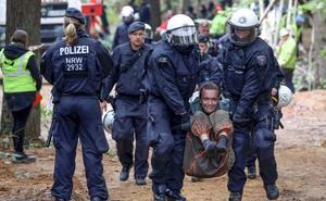 La Policía alemana 'limpia' de ecologistas el bosque de Hambach