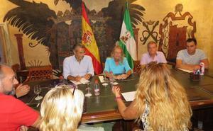 El Ayuntamiento de Marbella aborda con vecinos la creación de un parque periurbano en Trapiche Norte