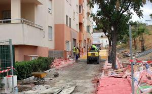 Reforman el pasaje peatonal de acceso al colegio El Carmen de Estepona