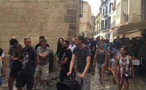 Colas en el Museo Picasso Málaga para despedir a Warhol