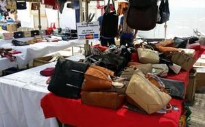 29 detenidos y 10.000 artículos falsificados intervenidos en el mercadillo de Fuengirola