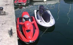 Pillan en el Estrecho a un vecino de Málaga que trasladaba 109 kilos de hachís en una moto de agua