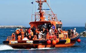 Trasladan a Málaga a 161 migrantes rescatados en una patera en el Mar de Alborán