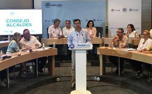 Moreno acusa al PSOE de Andalucía de «tangar» 2.000 millones de euros a los ayuntamientos