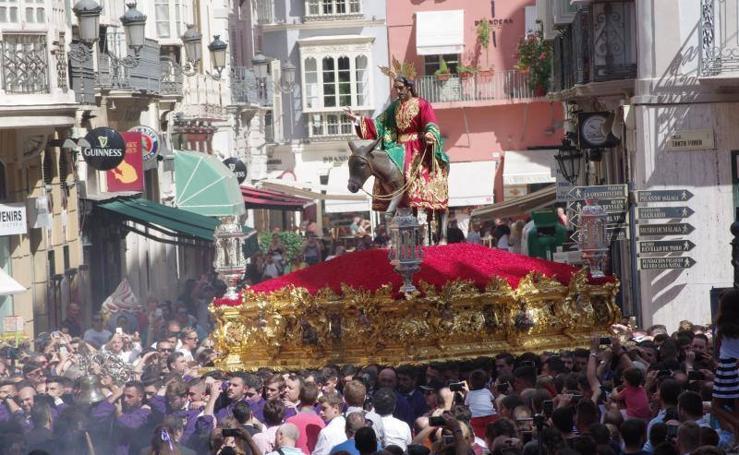 La procesión extraordinaria de la Pollinica reúne a miles de personas en Málaga