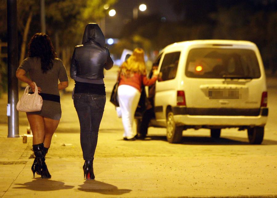 La prostitución se extiende a pisos en los barrios de Málaga