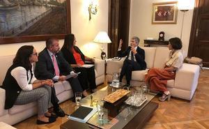 Víctimas de ETA piden a PP y Ciudadanos que no les utilicen para hacer oposición a Sánchez
