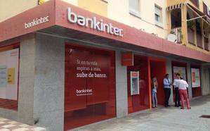 Tres hombres armados atracan una sucursal bancaria en Marbella y se llevan 200.000 euros