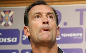 El Tenerife destituye al entrenador y a sus ayudantes