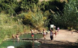 Los baños de la Hedionda reciben a casi 15.000 visitantes durante el verano