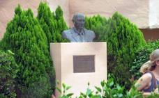 Ojén estudia diversa documentación sobre Juan Hoffman para decidir si retira su nombre a la plaza