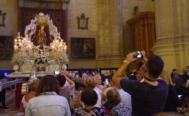 El trono de la Virgen de la Victoria, el pasado día 8, en la Catedral. /EDUARDO NIETO