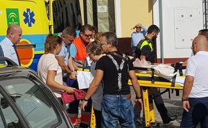 Atropellan a una mujer que esperaba la llegada del autobús urbano en Antequera