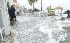 Empresarios de Torremolinos reclaman una escollera contra los temporales