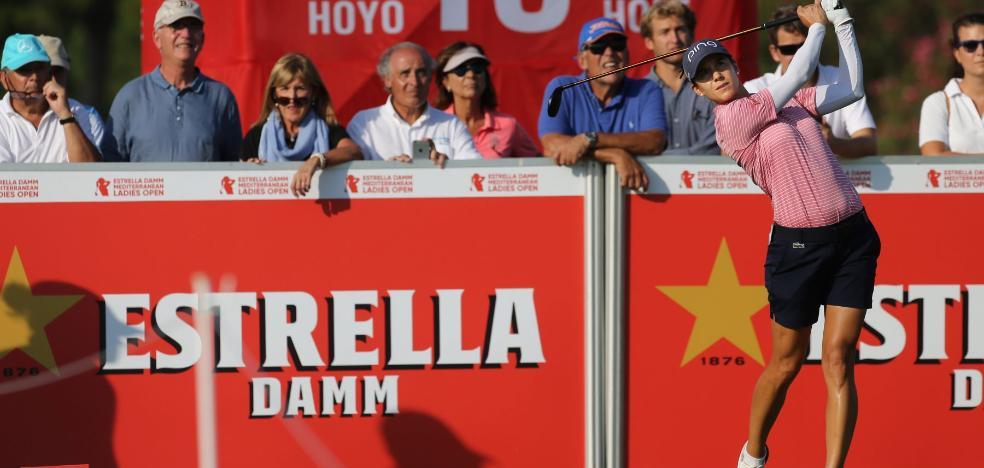 Azahara Muñoz se aleja de la cabeza en el Estrella Damm Ladies pese a su buen juego