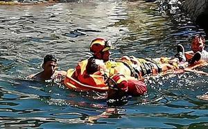 Rescatan a un joven herido tras caer a un río mientras practicaba barranquismo en Benahavís