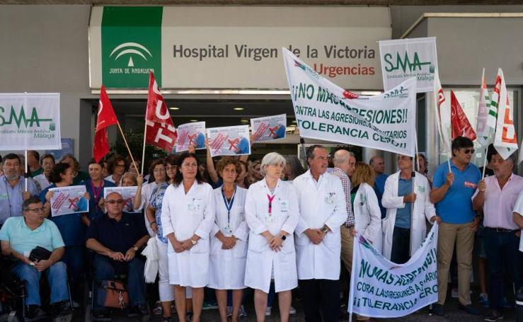 Protesta en el Clínico por las agresiones a profesionales sanitarios