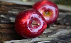 Lavó la manzana y no sabes lo que ocurrió… Sí, que tenía cera