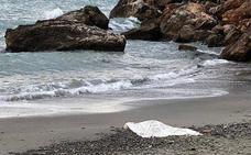 Aparece el cadáver de una mujer en estado de descomposición en una playa de Granada