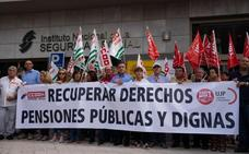 Los sindicatos se concentran en Málaga en el Día Internacional del Mayor para exigir «una vejez digna»