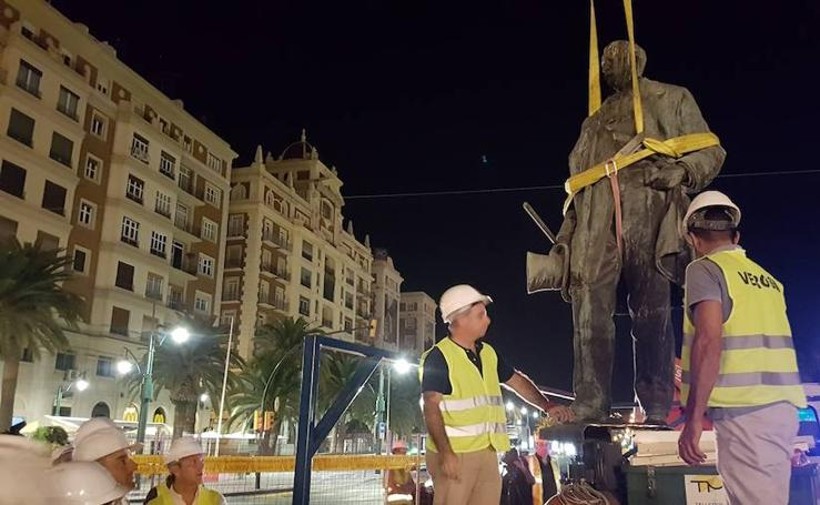 La estatua del Marqués de Larios abandona su pedestal