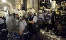 Torra y los Mossos desvinculan a los CDR del intento de asalto al 'Parlament'