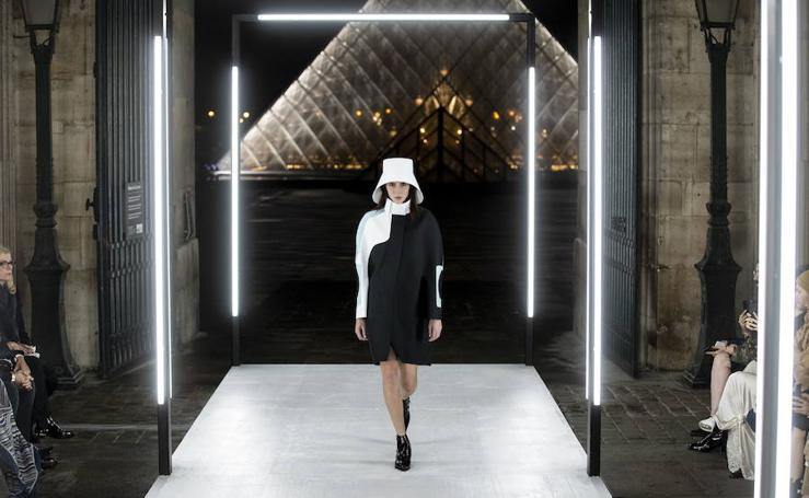 Louis Vuitton toma el Museo del Louvre para clausurar la Semana de la Moda de París
