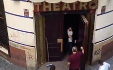 Rescatan a un joven que se quedó dormido en el aseo de una discoteca del Centro