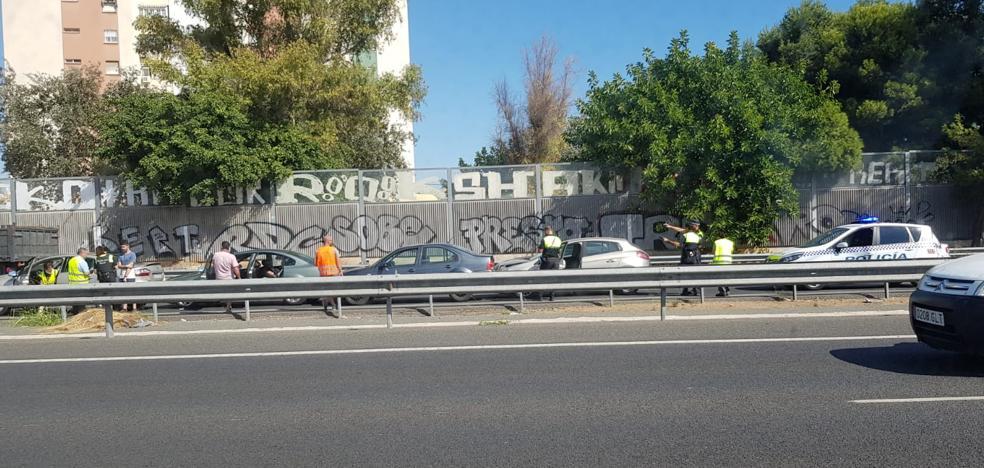 Una colisión múltiple causa retenciones en la Ronda Oeste de Málaga