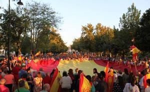 El alcalde de Antequera emite un bando para animar a engalanar los balcones con banderas españolas