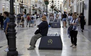 Empiezan a instalar las luces de Navidad en el Centro de Málaga