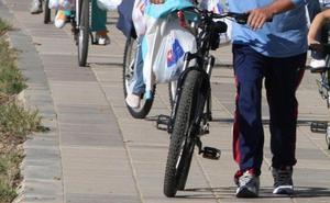 Detenidos dos ciclistas por robar móviles a viandantes en Málaga con la técnica del tirón