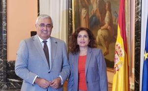 Montero promete a Arellano un incremento de 300 millones en las inversiones estatales en Andalucía