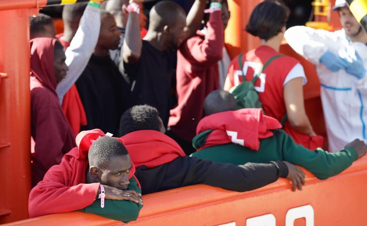Legada al puerto de Málaga de 361 migrantes rescatados en alta mar