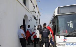 Nuevo traslado a la Casa de Botes de migrantes llegados al puerto de Málaga