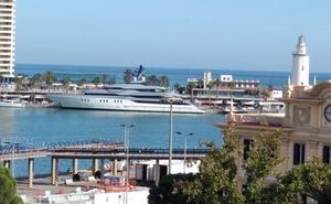 Atraca en el Puerto de Málaga el megayate 'Tango'