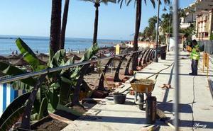 Benalmádena renueva toda la balaustrada del Paseo Marítimo