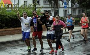Más de 600 personas participan en la VI Carrera Urbana El Torcal - La Paz a pesar de la lluvia