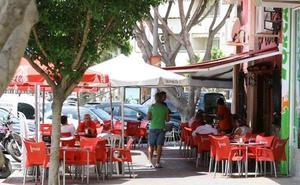 El equipo de gobierno aprueba en solitario la moratoria que impedirá abrir más bares en parte del Centro y Teatinos