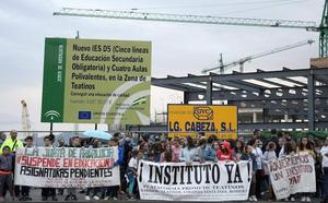 Padres de Teatinos exigen dimisiones por la «caótica» gestión del instituto