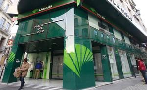 Unicaja Banco plantea la salida voluntaria de 1.028 trabajadores