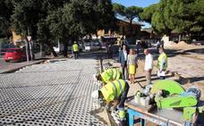 El Ayuntamiento da respuesta a comerciantes y vecinos de Las Chapas con 70 aparcamientos en Elviria