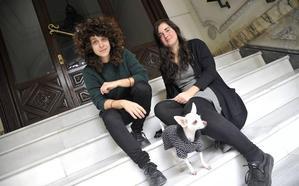 Las artistas malagueñas Moreno&Grau ganan el Premio Colección DKV en la feria Estampa