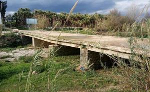 Junta y Ayuntamiento de Alhaurín de la Torre elevan la tensión por el arreglo del puente de San Joaquín