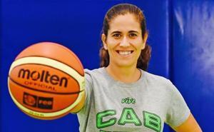 Tania García, el cerebro tras el buen arranque del Estepona