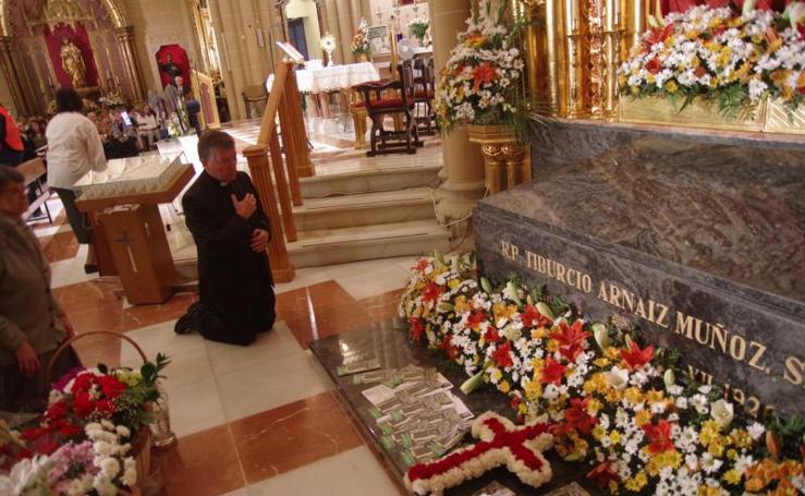 Vigilia en la iglesia del Sagrado Corazón de Jesús previa a la beatificación del padre Tiburcio Arnaiz