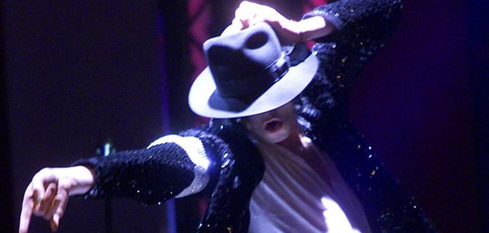 Un malagueño pone a la venta la chaqueta de Michael Jackson en 'Billie Jean' por 3.500 euros
