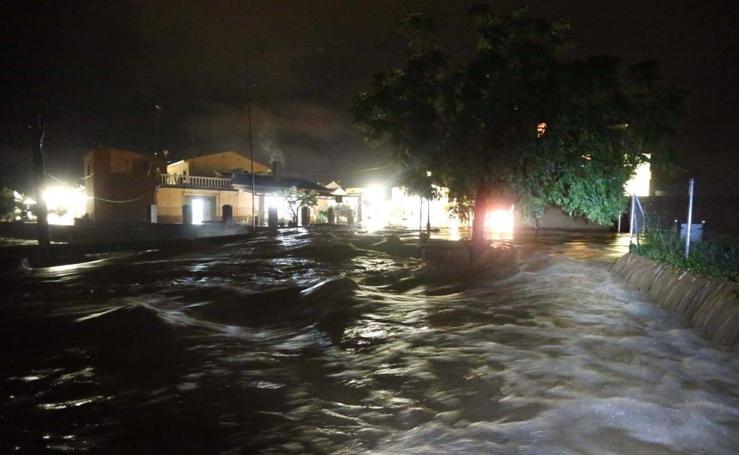 Efectos de las últimas lluvias en Málaga: Madrugada de inundaciones y rescates en el interior